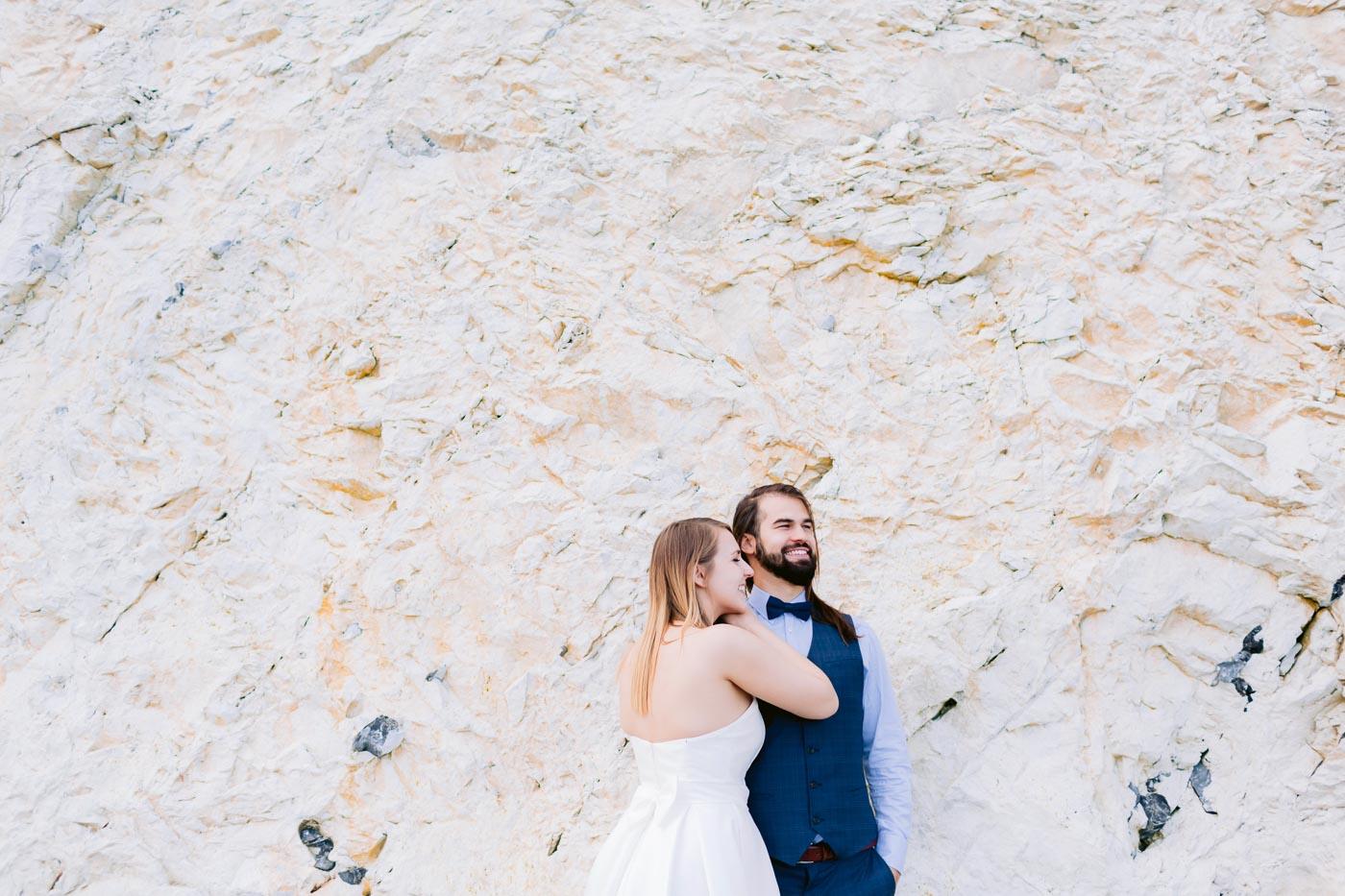 sesja ślubna za granicą nad morzem