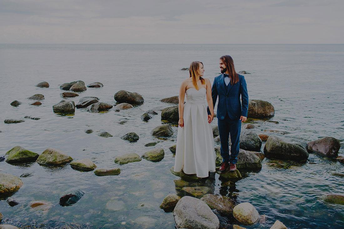 para młoda podczas sesji ślubnej za granicą