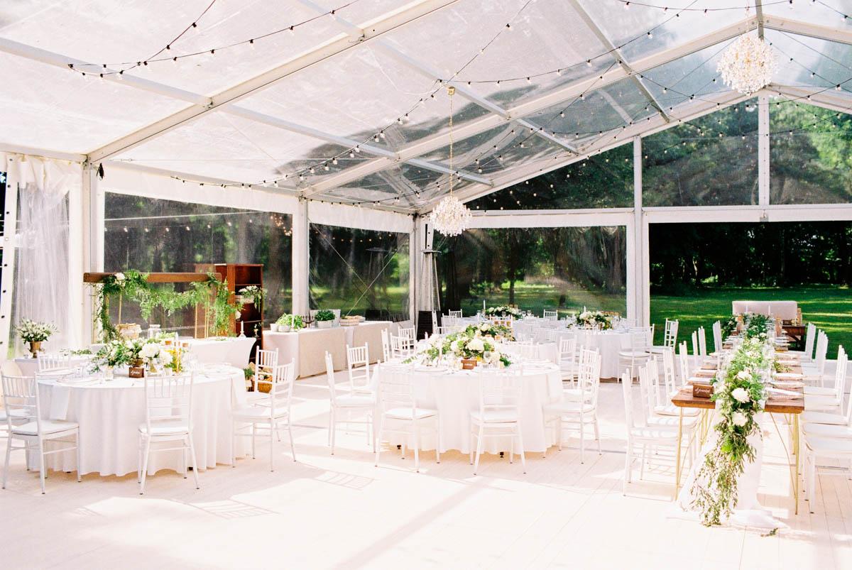 analogowa fotografia ślubna na wesele w namiocie