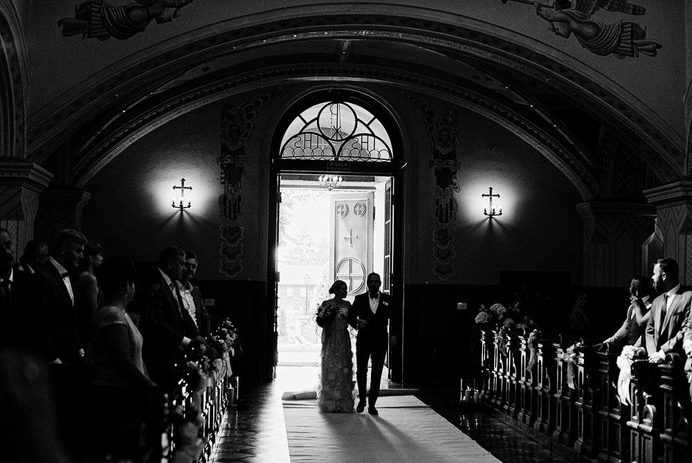ślub sfotografowany aparatem na kliszę fotograficzną
