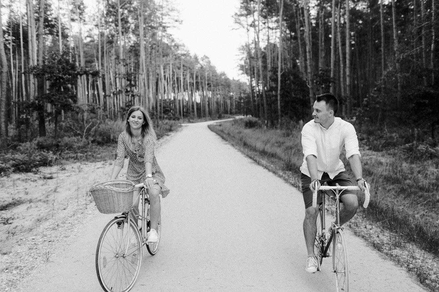 sesja narzeczeńska z rowerami kielce