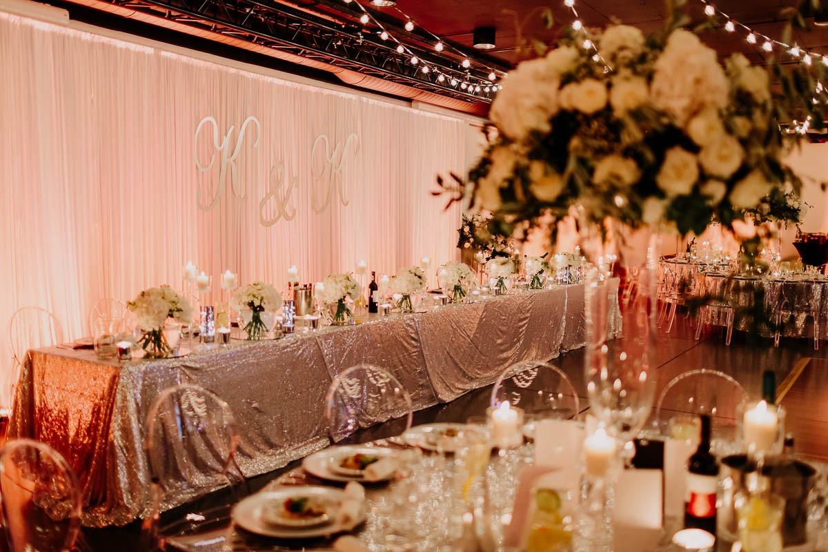 wesele glamour kielce kwiaty na stół pary młodej