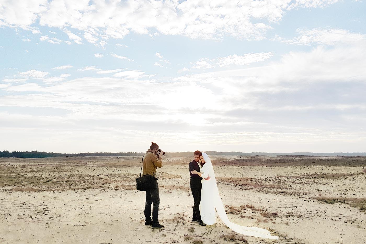 fotograf fine art przy pracy na pustyni marcin syska
