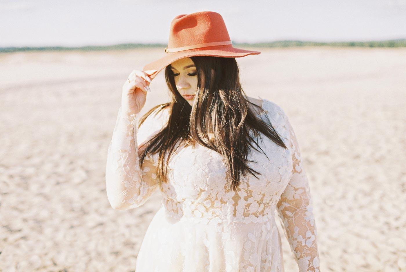 panna młoda na pustyni