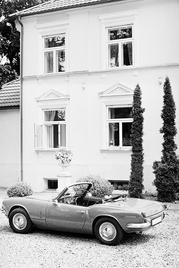 czarno biała fotografia analogowa na ślubie