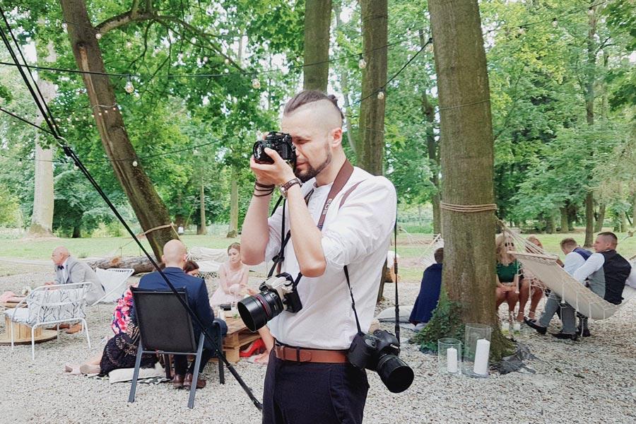 fotograf ślubny fine art warszawa przy pracy