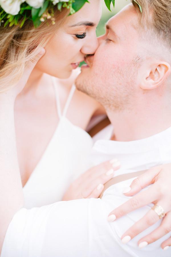 ślubne zdjęcia na kliszy para na sesji plenerowej